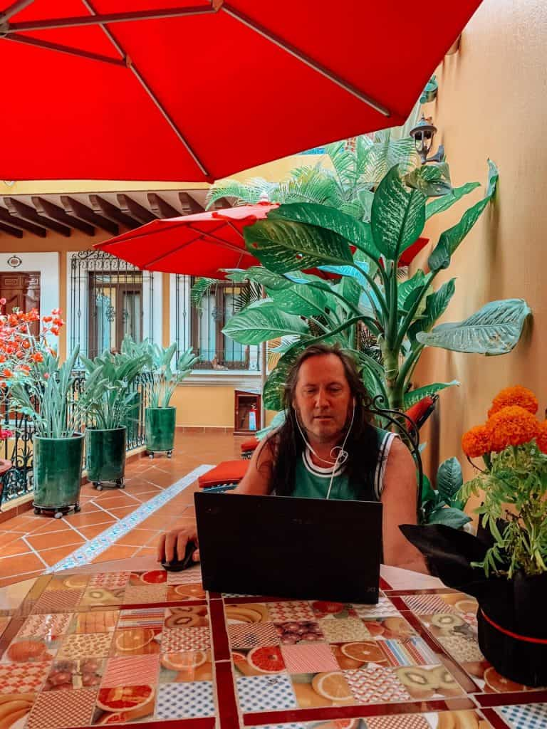 how to be a digital nomad and travel the world